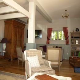 salon intérieur - Location de vacances - Chourgnac