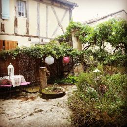 Petite cour privée du gîte côté vilage - Location de vacances - Issigeac