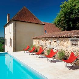 La piscine avec vue sur la Dordogne, chauffée à 26°C de mai à octobre - Chambre d'hôtes - Saint-Vincent-de-Cosse