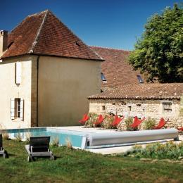 La piscine accessible de mai à octobre (chauffée) - Chambre d'hôtes - Saint-Vincent-de-Cosse