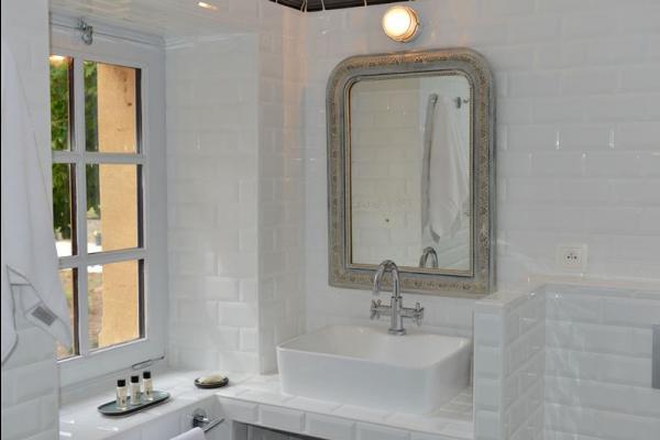 La salle de bains tout en carreaux métro - Chambre d'hôtes - Saint-Vincent-de-Cosse