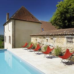 La piscine avec vue sur la Dordogne et chauffée à 26°C. - Chambre d'hôtes - Saint-Vincent-de-Cosse