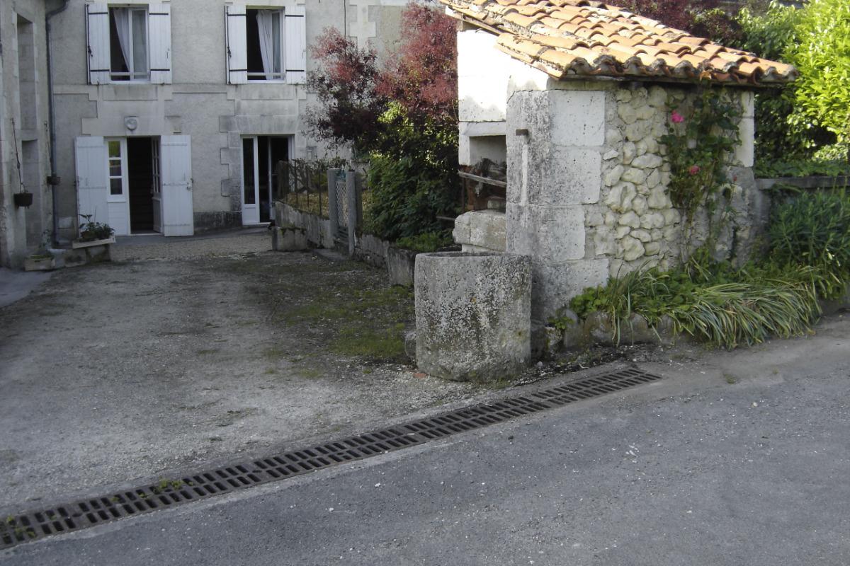 Façade Sud, entrée - Location de vacances - Saint-Victor