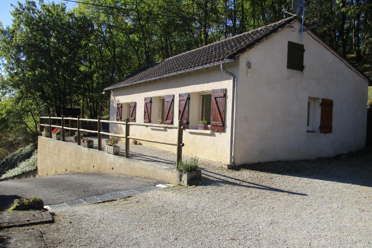 chambre 1 lit de 140  - Location de vacances - Montignac