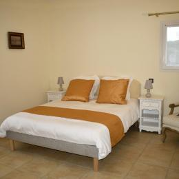 chambre Arum accessible handicapée - Location de vacances - Cause-de-Clérans