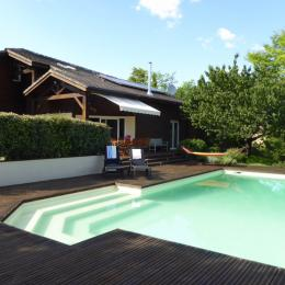 Relax in and around the private lagoon pool. - Location de vacances - Le Buisson-de-Cadouin