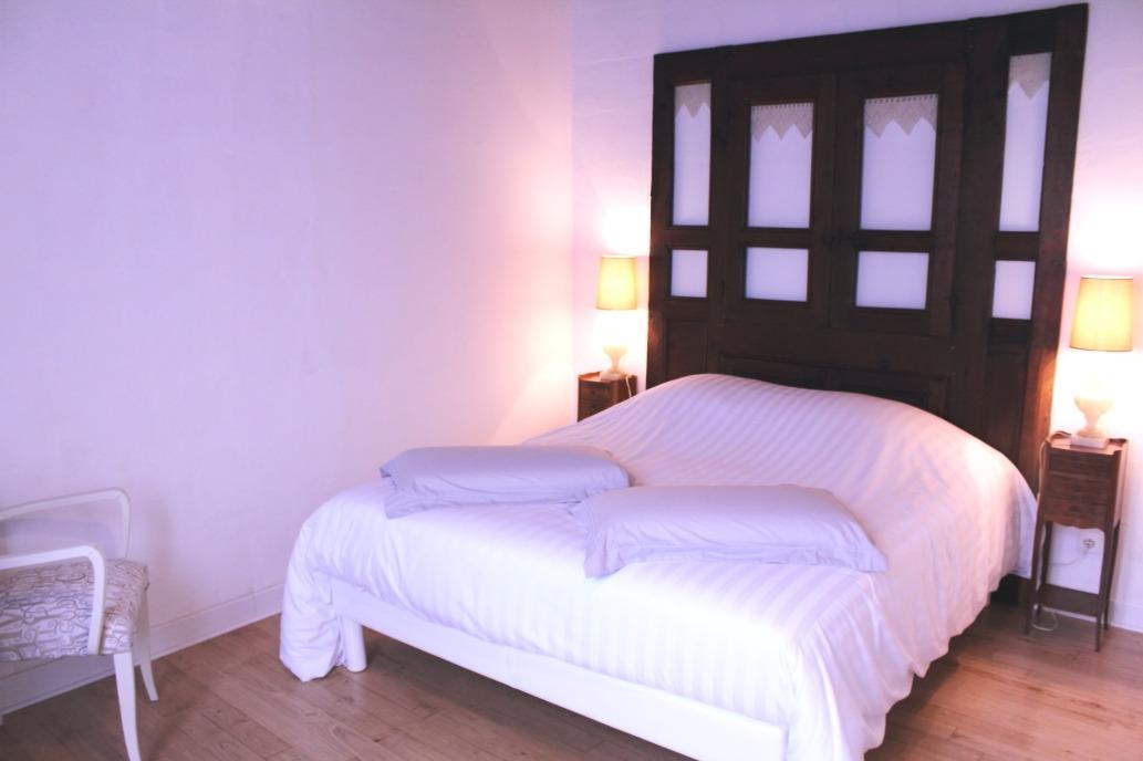 Chambre parents vue 1 - Chambre d'hôtes - Saint-Michel-de-Montaigne