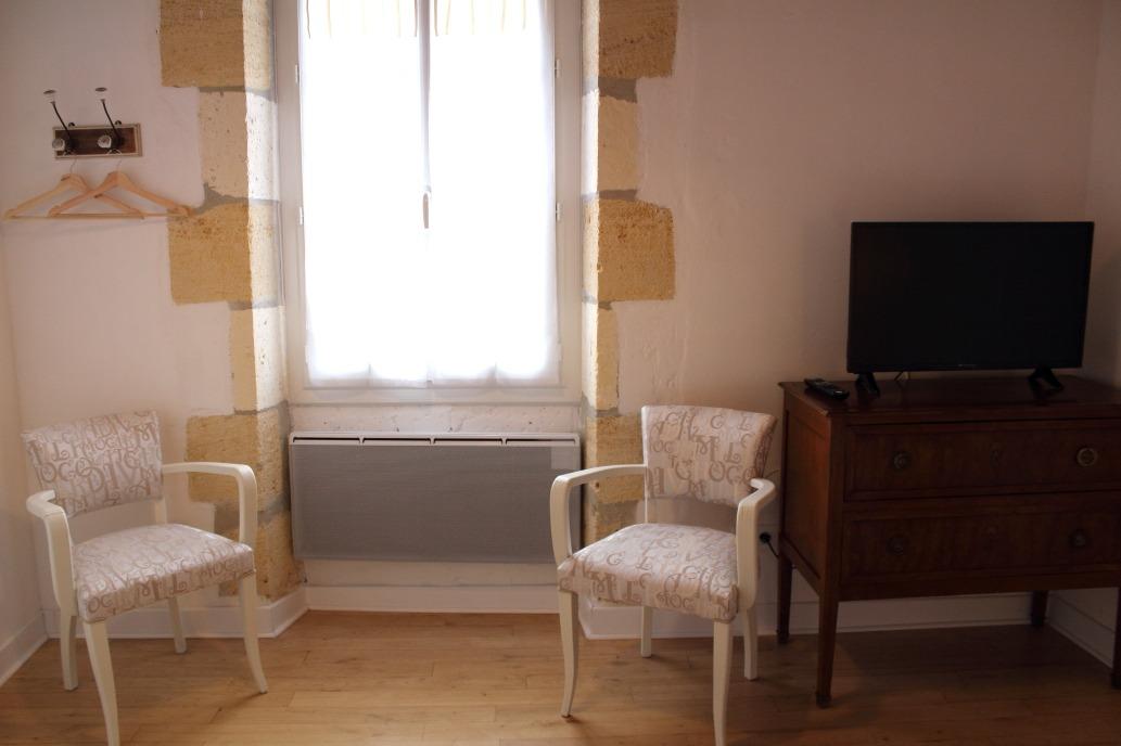 Chambre parents vue 2 - Chambre d'hôtes - Saint-Michel-de-Montaigne