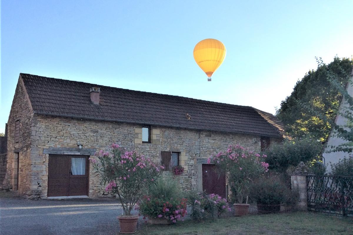 La Vieille Grange passage des montgolfières sur le hameau - Location de vacances - Saint-Cybranet