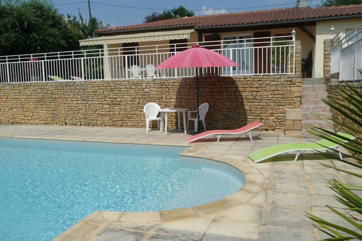 vue piscine et maison - Location de vacances - Sarlat-la-Canéda