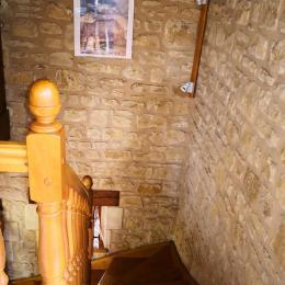 Escalier qui mène au 1er étage - Location de vacances - Manaurie