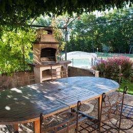 piscine abritée, température agréable quelle que soit la météo - Location de vacances - Orliaguet