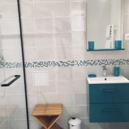 Grande salle d'eau avec douche à l'Italienne  - Chambre d'hôtes - Montignac