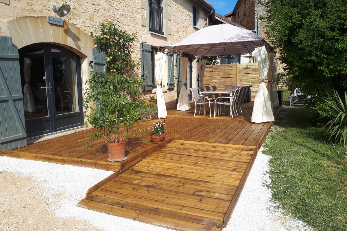 Nouvelle terrasse bois avec accès mobilité réduite - Location de vacances - Proissans