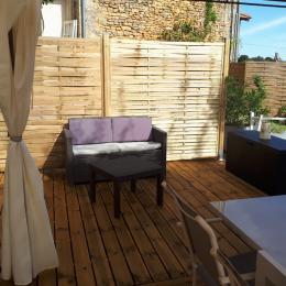 Nouvelle terrasse bois coin lecture - Location de vacances - Proissans