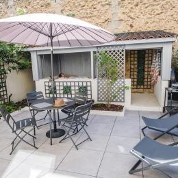 Grande terrasse ensoleillé avec spa à l'abri des regards - Location de vacances - Bergerac
