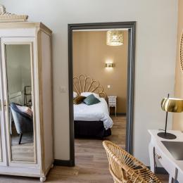 A l'étage, petit salon tv et chambre climatisée - Location de vacances - Bergerac