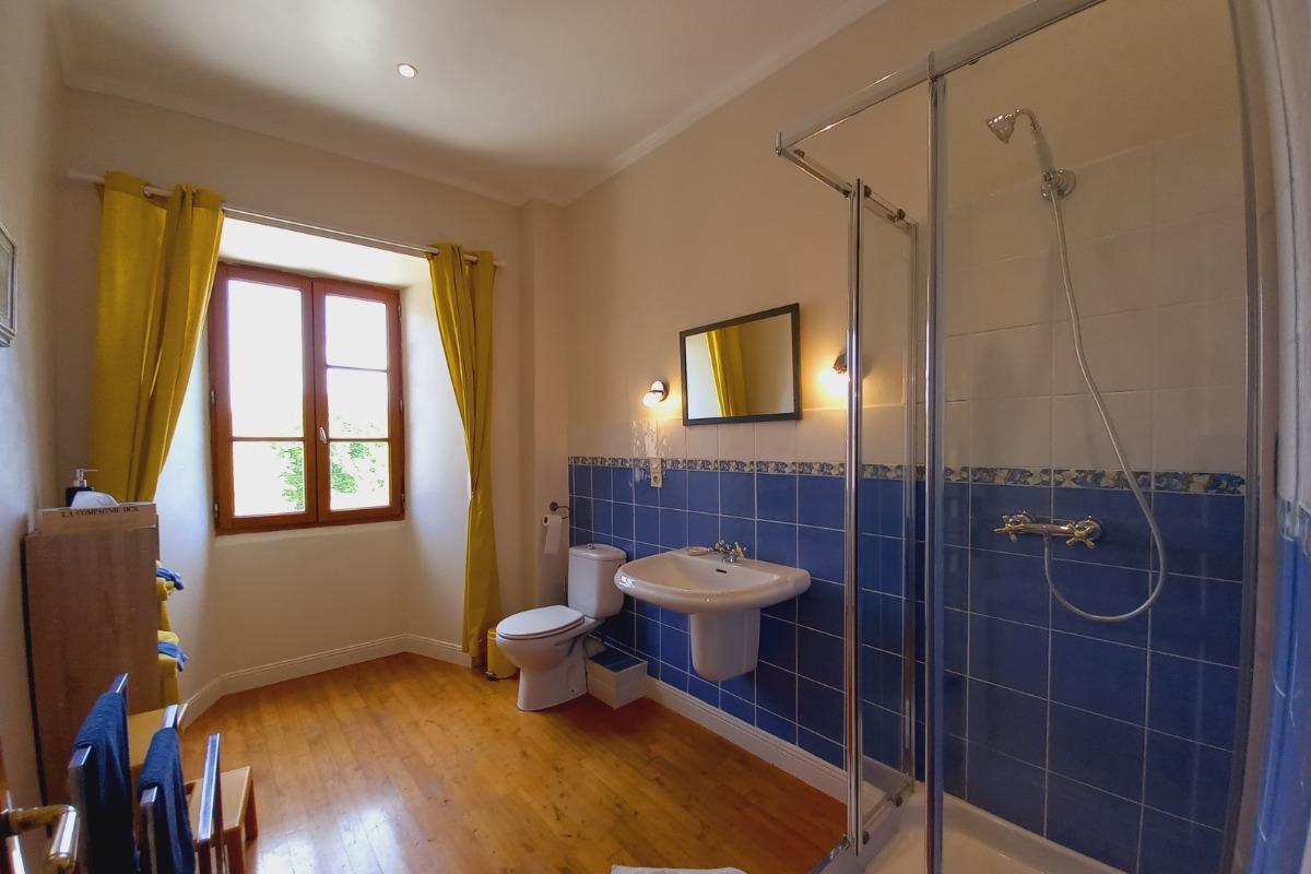Salle d'eau de la chambre Bertille - Chambre d'hôtes - Fossemagne