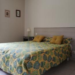 chambre grand lit - Location de vacances - Sarlat-la-Canéda