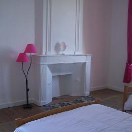 chambre 1 avec 1 lit 140x190 + 1lit 90x190 - Location de vacances - Grignols