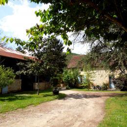 Vue de la cour - Location de vacances - Saint-Vincent-de-Cosse
