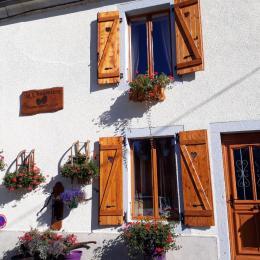 La façade de la maison - Chambre d'hôtes - Mouthe
