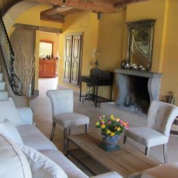 Piscine intérieure avec vue sur la campagne  - Chambre d'hôtes - Bremondans