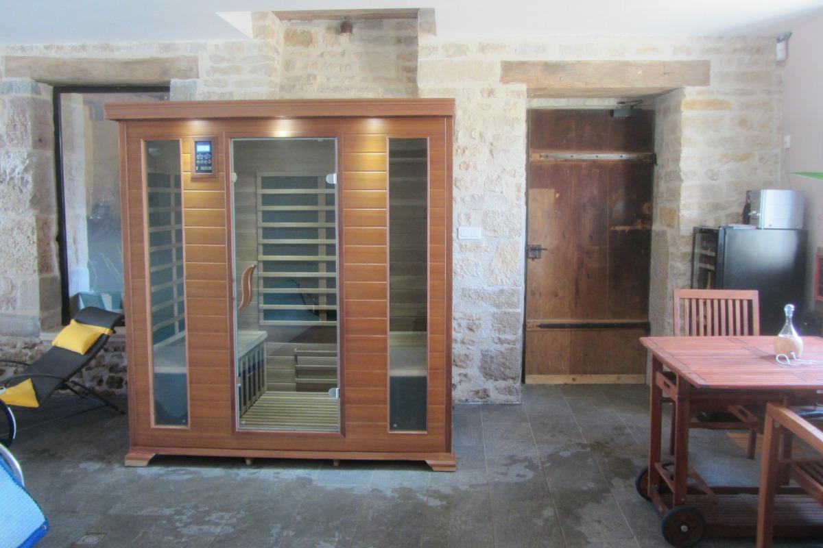 Sauna infrarouge avec luminothérapie et coin bar de piscine  - Chambre d'hôtes - Bremondans