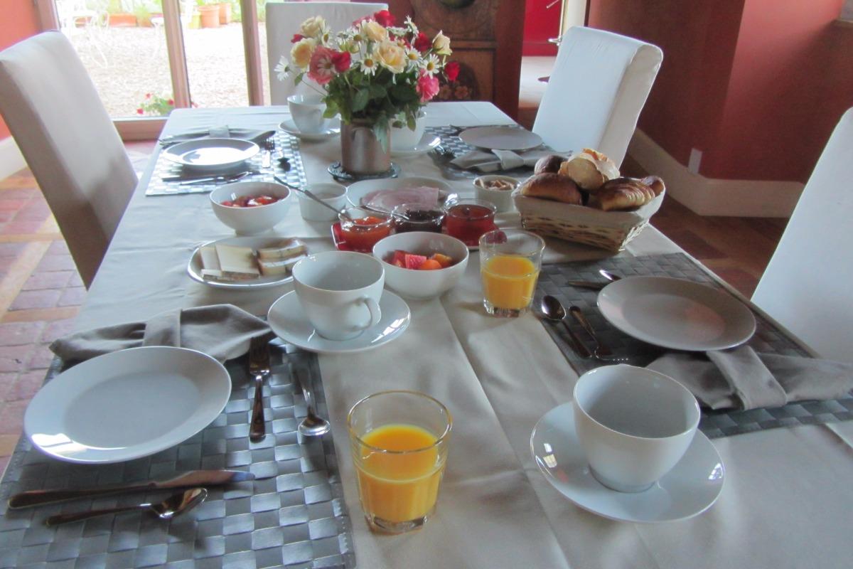 petit déjeuner continental - Chambre d'hôtes - Bremondans