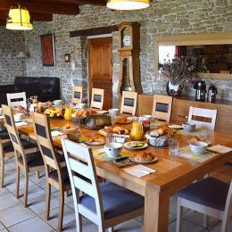 Profitez de la table d'hôte  - Chambre d'hôtes - Fournet-Blancheroche