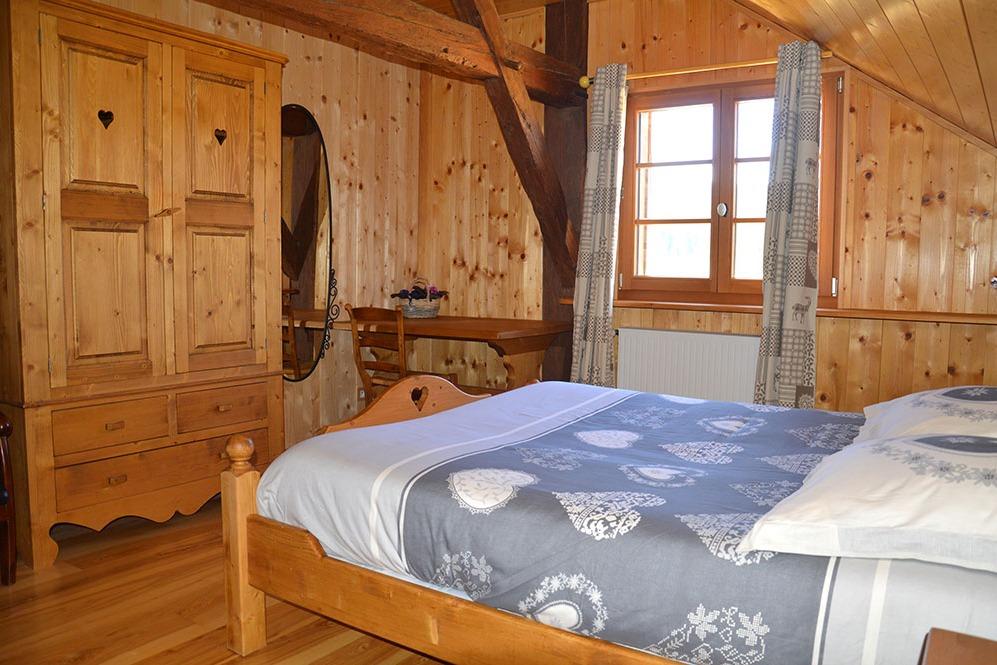 La chambre Hermine lit 160, WIFI, décor montagne, 2 salle de loisirs ...