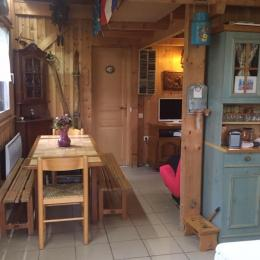 L'espace salle à manger - Location de vacances - La Cluse-et-Mijoux