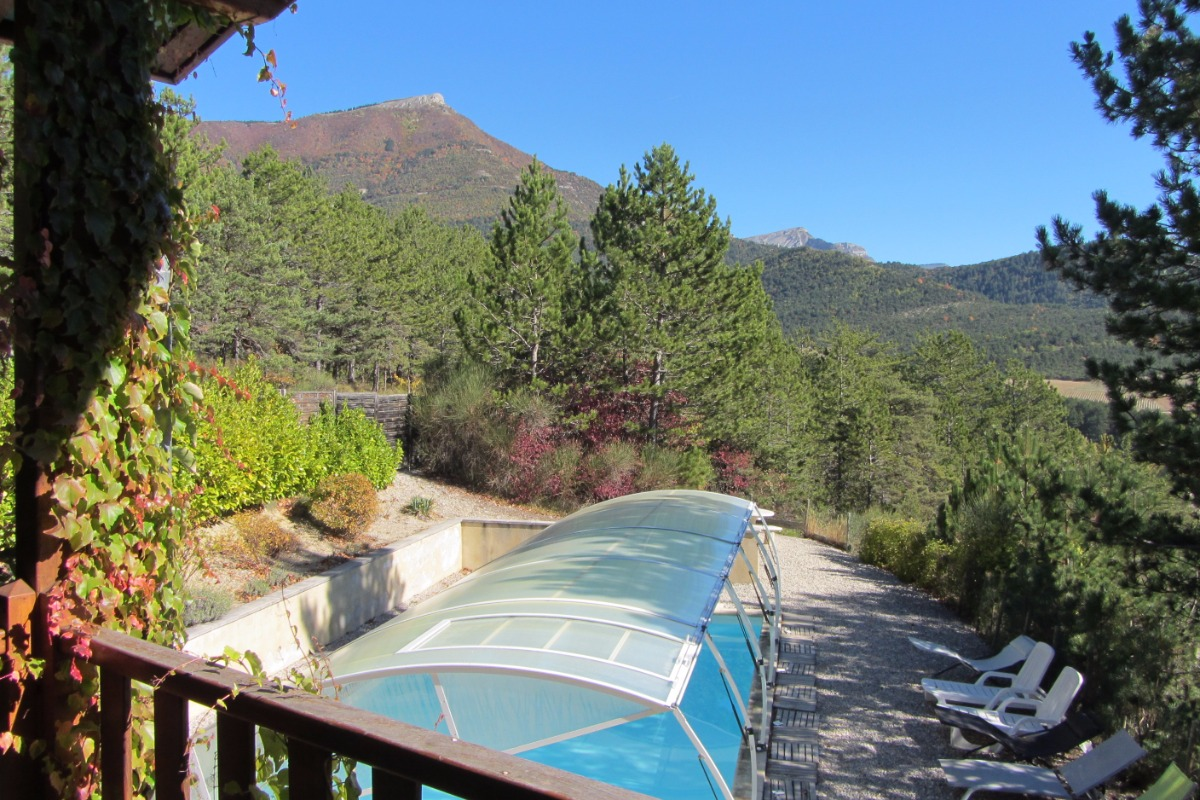 Vue sur la piscine depuis la terrasse - Location de vacances - Marignac-en-Diois