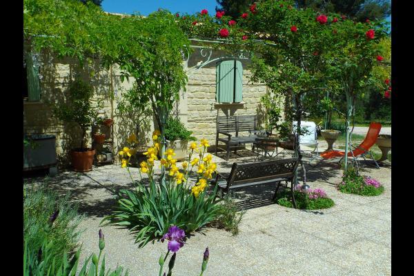 Les Ambrassades - Jolie maison fleurie en Drôme Provençale ...