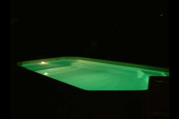Piscine éclairée - Location de vacances - Sauzet