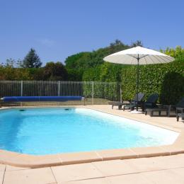 Vue piscine depuis la cuisine - Location de vacances - Sauzet