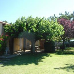 Terrasse depuis le jardin - Location de vacances - Sauzet