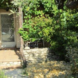 Terrasse ombragée d'une treille de vigne - Location de vacances - Mirabel-aux-Baronnies