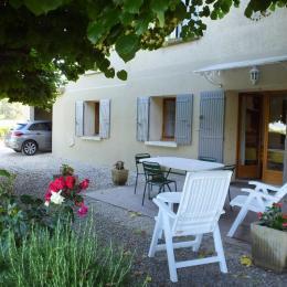 Extérieur + garage - Location de vacances - Mirabel-aux-Baronnies