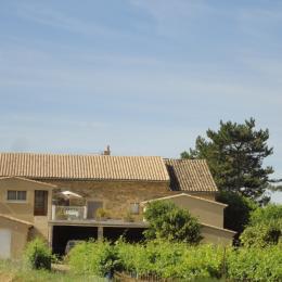 Vue arrière de notre maison arrivant de Mirabel - Location de vacances - Mirabel-aux-Baronnies
