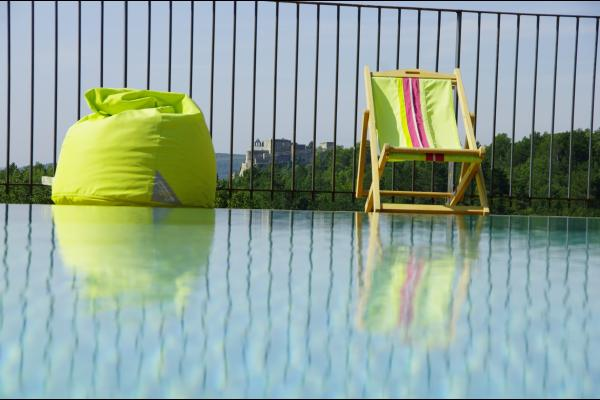 Vue sur le château de Roussas depuis la piscine - Location de vacances - Roussas