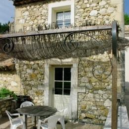 Entrée et terrasse - Location de vacances - Roussas