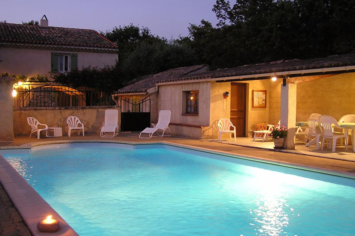 Maison d'hôtes en Drôme Provençale- Piscine - Chambre d'hôte - Saint-Paul-Trois-Châteaux
