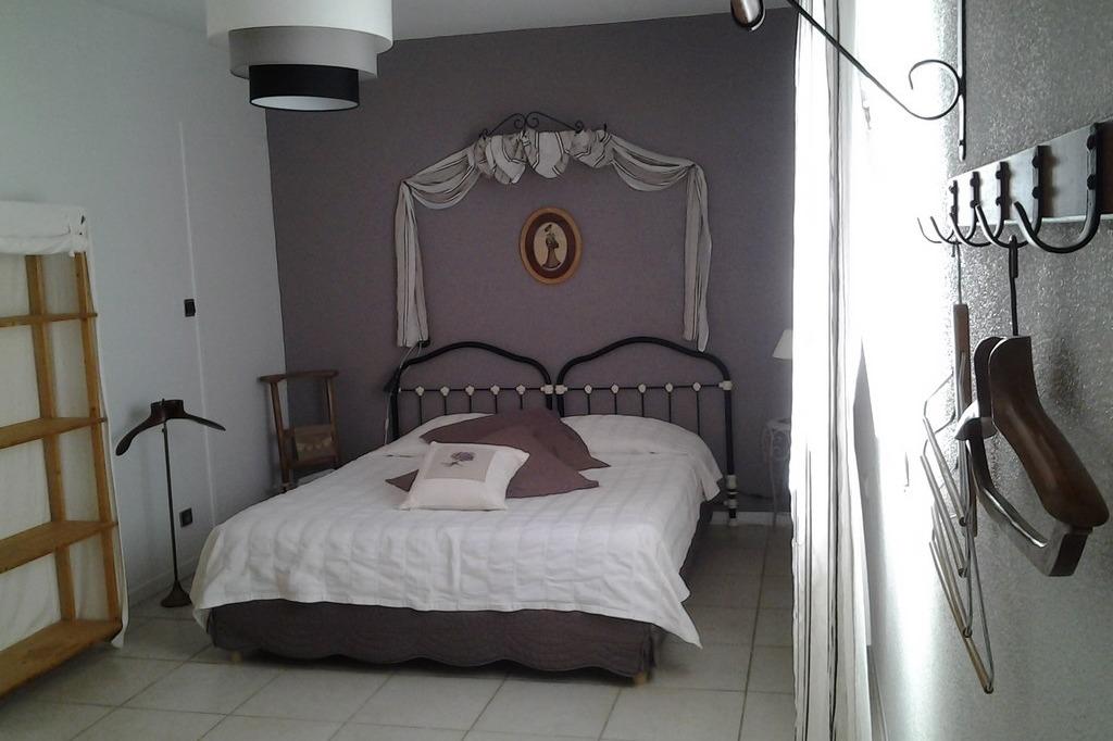Les Rouvières chambres et table d'hôtes http://www.lesrouvieres.fr - Chambre d'hôte - Saint-Paul-Trois-Châteaux