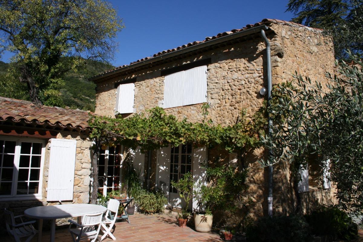 Les portes d'entrées et la treille - maison ancienne restaurée - Location de vacances - Bénivay-Ollon
