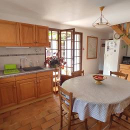 La cuisine - Maison en pierres en Drôme Provençale - Location de vacances - Bénivay-Ollon