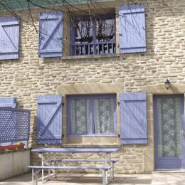 L'entrée Façade orientée est avec sa terrasse privative.  - Location de vacances - Saint-Martin-d'Août