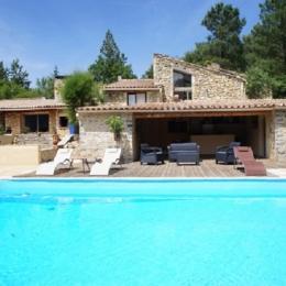 Le mas des collines , magnifique maison en pierre dans un écrin de verdure avec piscine - Location de vacances - Châteauneuf-de-Bordette