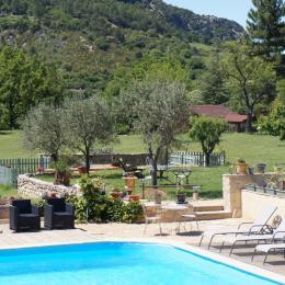 espace piscine , gîte chalet  - Location de vacances - Châteauneuf-de-Bordette