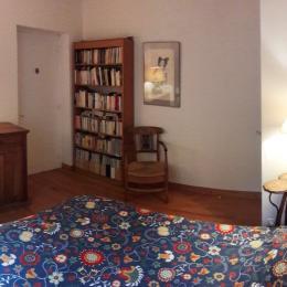 La bibliothèque dans la chambre à coucher. - Location de vacances - La Répara-Auriples